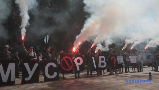 Под парламентом требуют отставки Авакова