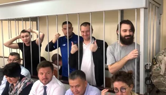 Освобожденные украинские моряки уже в Киеве - СМИ