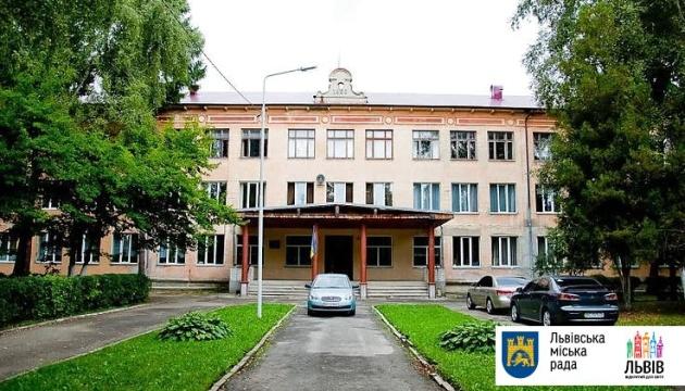 Миллион за лидерство в ВНО: Львовский физико-математический лицей получил от города премию