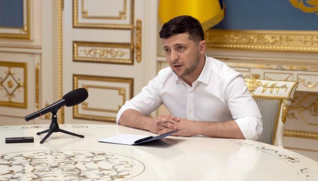 Зеленский наградил государственными наградами 24 иностранцев