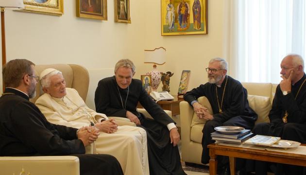 Папа-эмерит Бенедикт XVI принял делегацию Синода УГКЦ