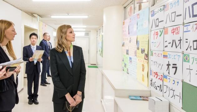 Елена Зеленская посмотрела, как питаются школьники Японии