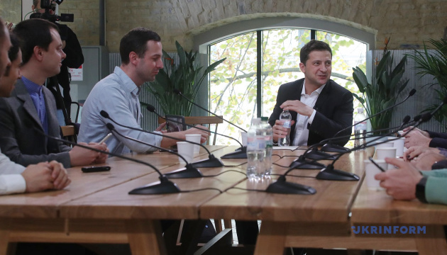 Зеленский — журналистам: Как-то мы должны встретиться и поговорить о свободе слова
