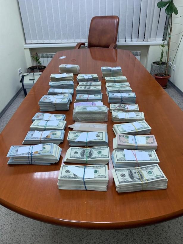 У задержанного на взятке врача-трансплантолога изъяли почти $1 миллион