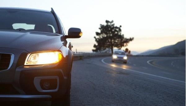 С 1 октября водители должны ездить днем с включенными фарами