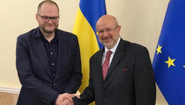 Бородянский обсудил с верховным комиссаром ОБСЕ обеспечение прав нацменьшинств