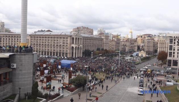 """В центре Киева началось вече против """"формулы Штайнмайера"""""""