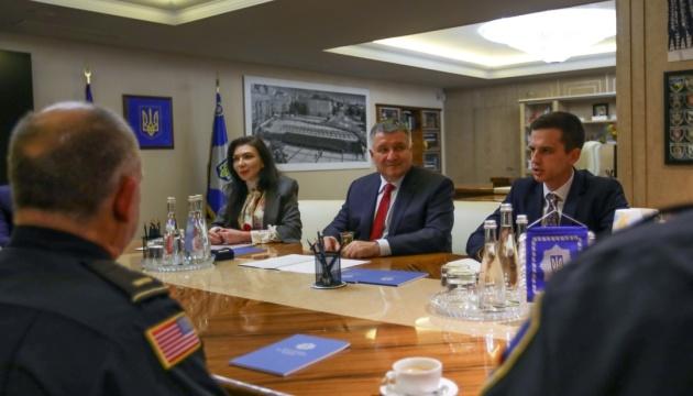МВД при поддержке США расширяет институт капелланства - Аваков