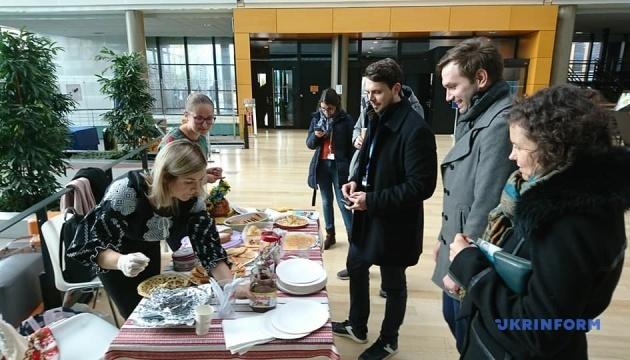 Блины для Совета Европы: украинцы собирают средства на помощь детям