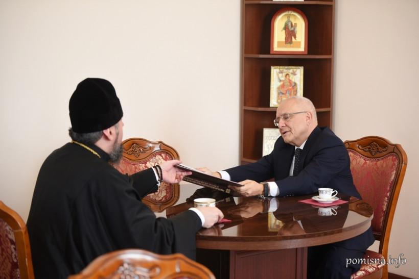 Епифаний обсудил с послом Греции ситуацию на Донбассе