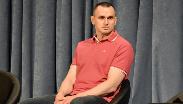 Сенцов стал на учет в киевском военкомате