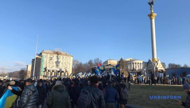 """На Майдане Незалежности проходит вече """"Красные линии"""""""