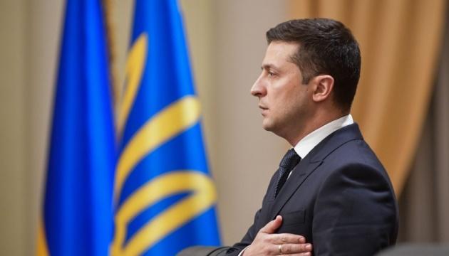 Зеленский наградил Притулу, Тополю и еще 23 волонтеров