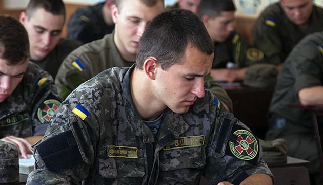 Английский будут изучать все украинские военные - от солдата до генерала
