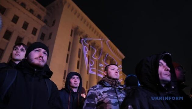 """Активисты на Банковой: Президент не пересек """"красных линий"""""""
