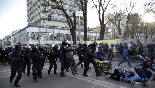 Митингующим, которые били правоохранителей под Радой, готовят подозрения