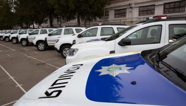 США передали 88 автомобилей украинским копам