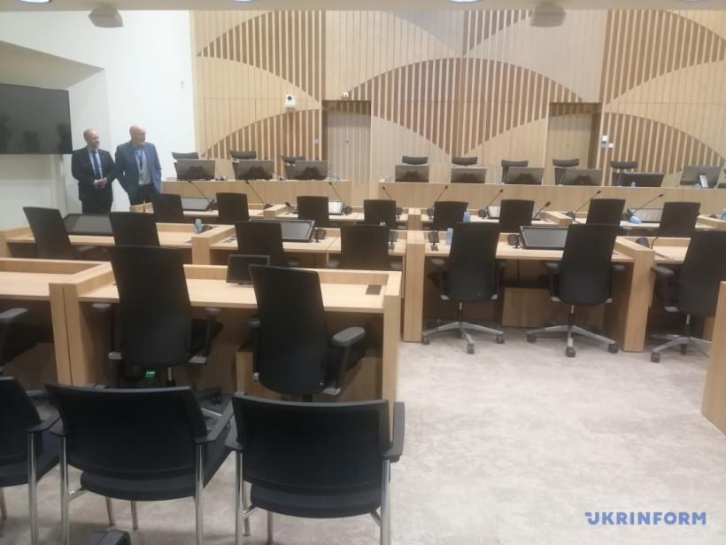 Процесс относительно МН17. Журналистам показали место суда