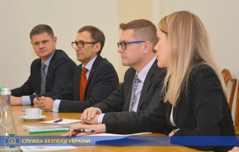 Баканов обсудил с послом Франции противодействие международному терроризму и киберугрозам