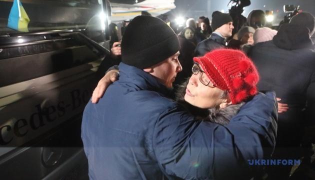 Обмен пленными улучшит основу для мирного диалога на Донбассе – СМИ