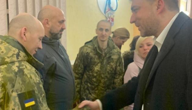 Загороднюк: С освобожденными военными будут работать медики и психологи
