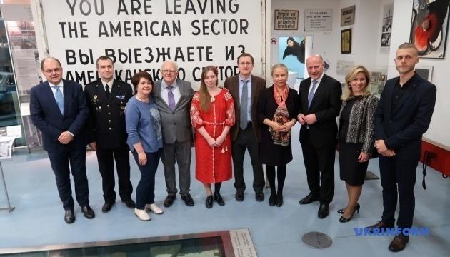 Участница АТО Ольга Бенда получила в Берлине медаль за борьбу за права человека