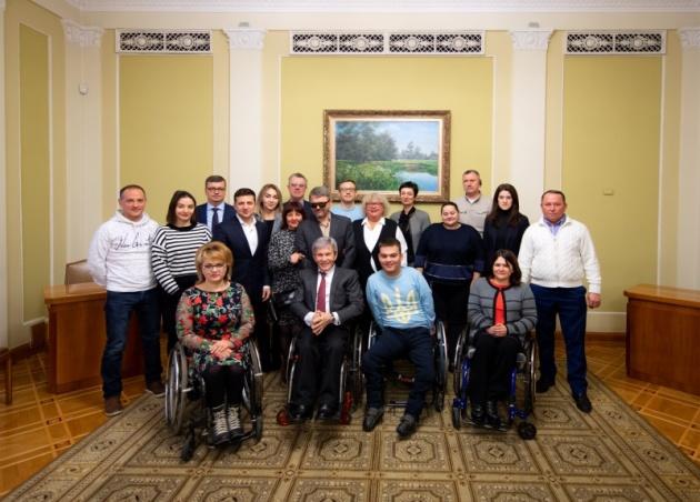 Зеленский подписал указ об увеличении соцпомощи людям с инвалидностью