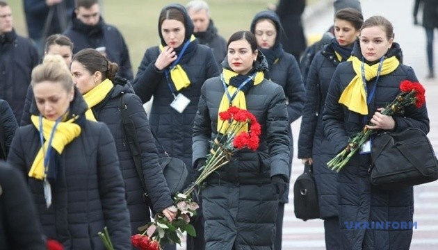 """В """"Борисполе"""" началась церемония почтения памяти погибших в Иране"""