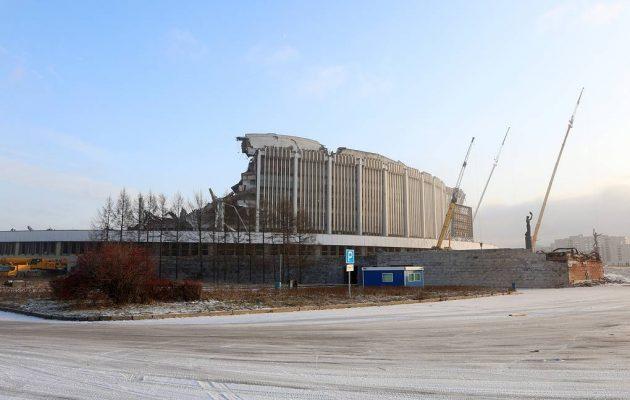 В Санкт-Петербурге рухнула крыша крытого стадиона.