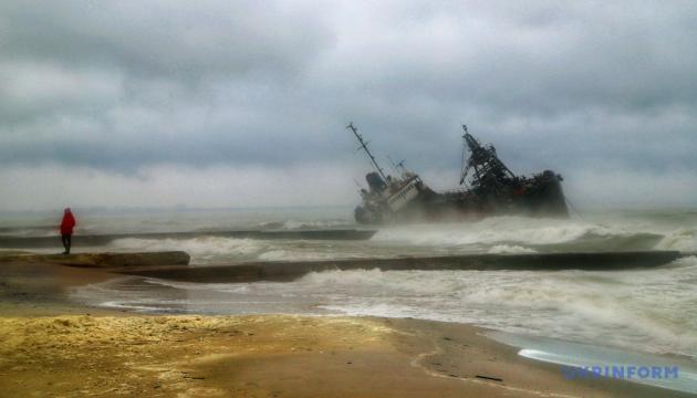 Подъем танкера Delfi с мели могут начать через неделю