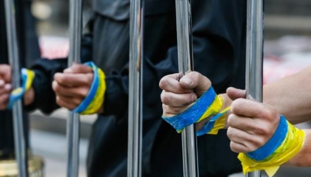 Около 100 украинских политзаключенных остаются за решеткой в РФ на Рождество