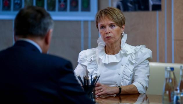 Аваков встретился с мамой убитой активистки Окуевой