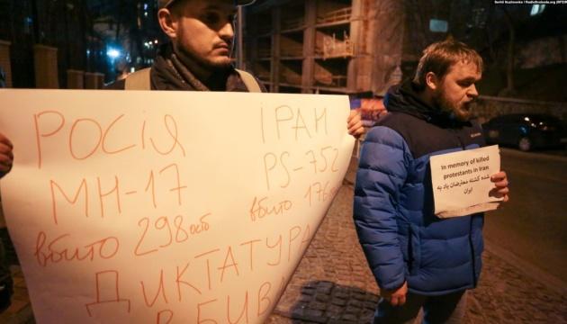 В Киеве пикетировали посольство Ирана в поддержку демонстрантов в Тегеране