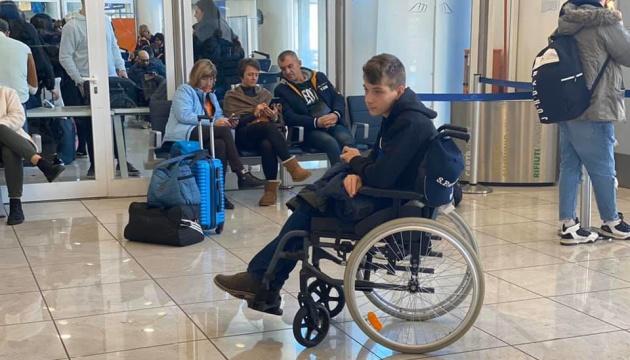 Более 140 пассажиров почти сутки не могут вылететь из Неаполя в Киев