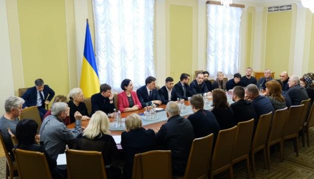 Зеленский во второй раз встретился с родственниками погибших в Иране украинцев