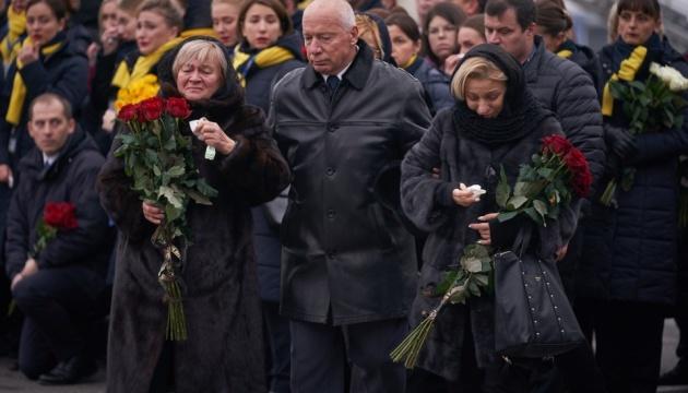"""В """"Борисполе"""" продолжается церемония прощания с погибшими в катастрофе самолета МАУ"""