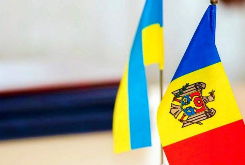 Флаги Украины и Молдовы