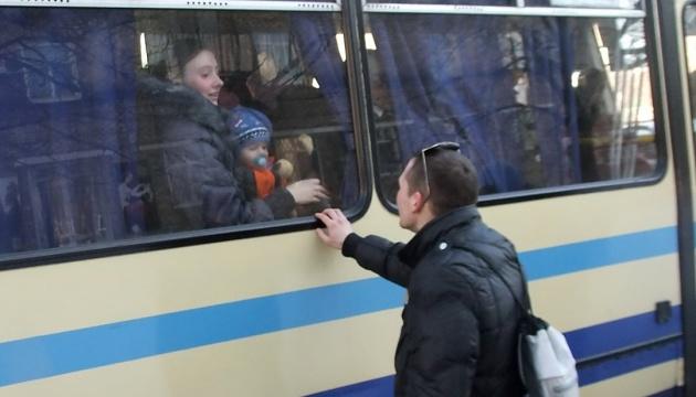 Почти половина переселенцев с Донбасса посещали оккупированные территории