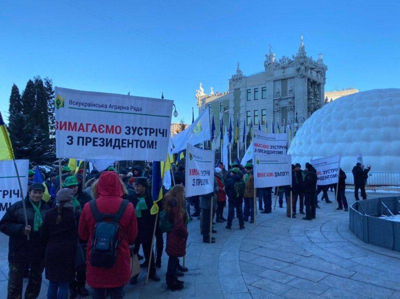 Акция протеста под Офисом президента
