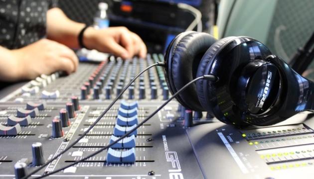 """В Нацсовете посчитали, что на радио """"крутили"""" в прошлом году 56% песен на украинском"""