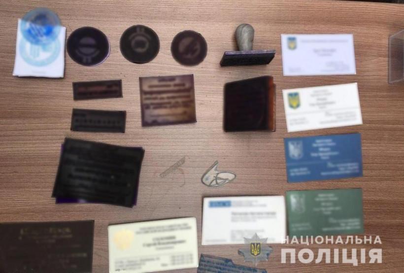 """Задержали мошенников, которые за $50-150 тысяч """"продавали"""" должности в органах власти"""
