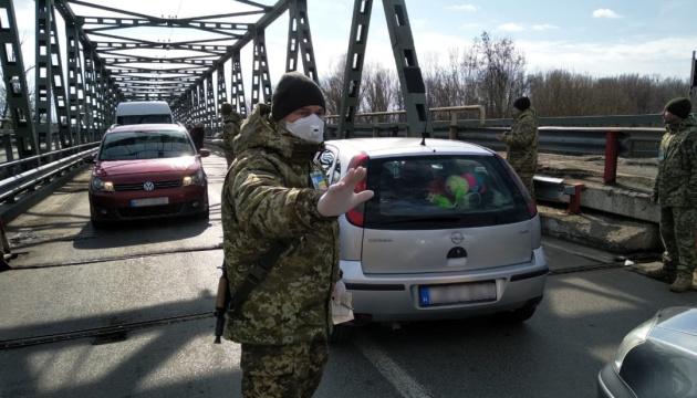 """В Украине еще думают, что делать с гражданами, которые """"температурят"""" на границе"""