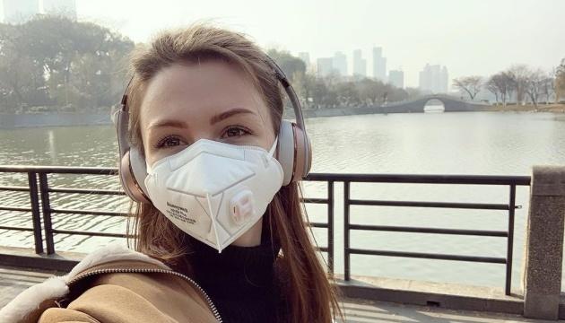 Зеленский пообещал помочь вернуться домой украинке, оставшейся в Китае из-за собаки