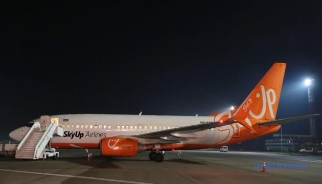 """В """"Борисполе"""" показали самолет, который заберет украинцев из Китая"""
