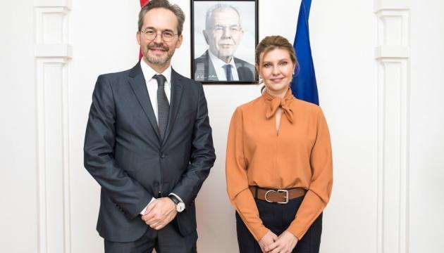 Елена Зеленская обсудила с австрийским послом безбарьерную среду