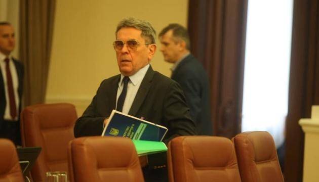 Минздрав призвал усилить защиту пенсионеров на время карантина