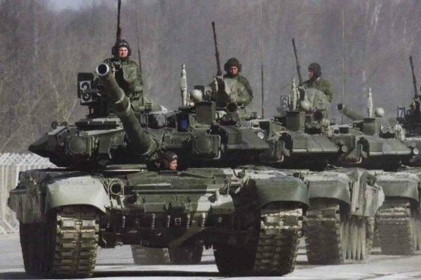Российские танки в непосредственной близости от границы Украины..
