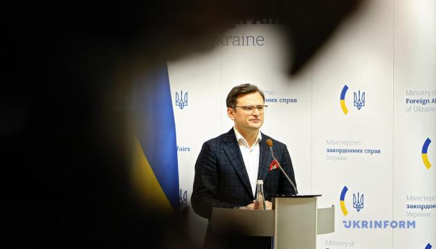 Украинцам запретят въезд из-за границы без тестирования на коронавирус - Кулеба