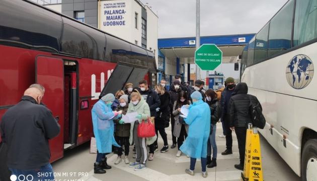 Почти 70 граждан Украины вернулись домой из Молдовы
