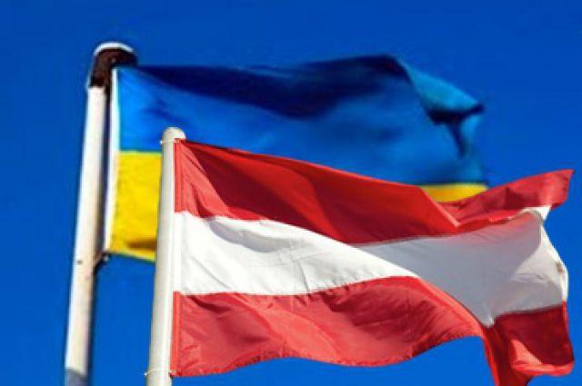 Флаги Украины и Австрии